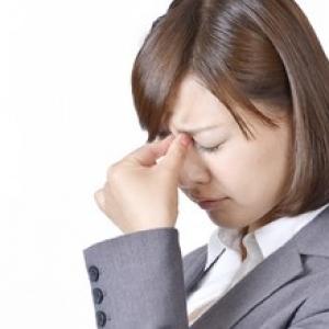 夕方の目の疲れ・むくみを解消する方法