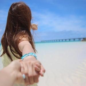 夏、海デートに持っていきたいビーチグッズ・持ち物リスト