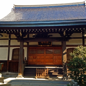 お寺でフィットネス⁉ 座禅には姿勢を正す効果あり