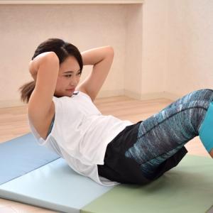 腰が痛い腹筋は意味がない! 効率のいい腹筋トレーニング「縦ライン編」