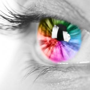 酷使している目の疲れに、効果的なケアアイテムをご紹介です♪