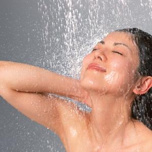 """毎日のシャワーが""""美顔器""""に! """"マイクロバブルシャワー""""とは?"""