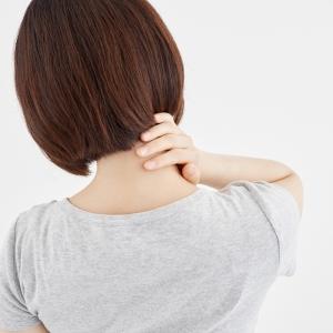 首の痛みや抜けない頭痛! 眼精疲労を和らげる簡単セルフストレッチ