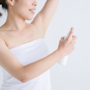 制汗剤は使い方によっては汗をかきやすくなる!? 正しい脇汗ケアの方法