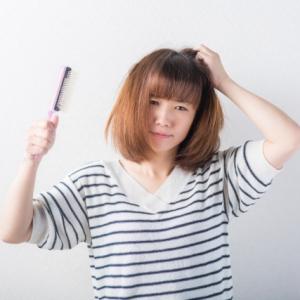 なぜ髪がうねるの? 梅雨のヘアスタイルをコントロールしやすくする方法