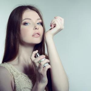 万人受けから個性的なものまで・・・案外知らない香水のアレコレを制して香り美人になりましょう!