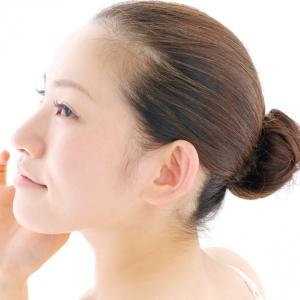 毛穴の引き締めに「冷やす」は有効? 収斂化粧水の注意点など