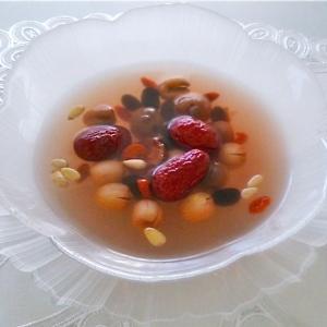 不老の実の薬膳スープ。