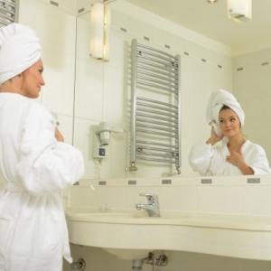 シャンプーで洗髪後の自然乾燥は有りor無し? ドライヤーとどちらが髪を傷める?