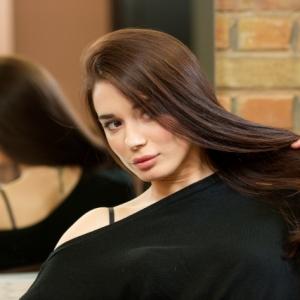 パサパサ広がる髪を美しいツヤ髪に改善! おすすめのヘアオイル5選