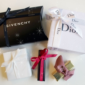 プレゼントに♡人気デパコスブランドの化粧品ラッピングを比較