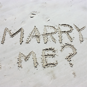 ちょっと変わったプロポーズが増えている!?最近の婚約・結婚指輪事情を調査♡