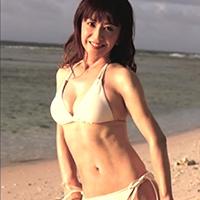 50代でグラビアも!大場久美子さんのくびれの秘訣はインナーマッスル