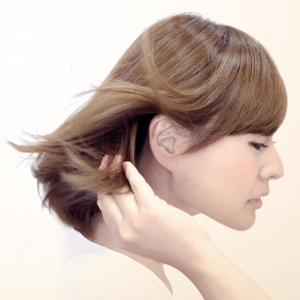 髪のフケは3つの対策で防げる! 頭皮ケア法とおすすめシャンプー