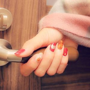 """手のカサカサが治らない?指先美人のカギは""""保湿ケアの方法""""にあり!"""